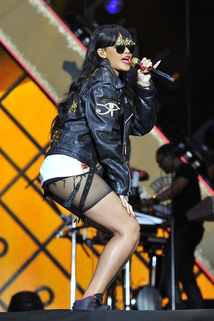 Rihanna wearing Nike Air Yeezy 2 (2)