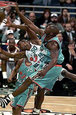 Shaq Posterizes David Robinson in the Reebok Shaqnosis (3)