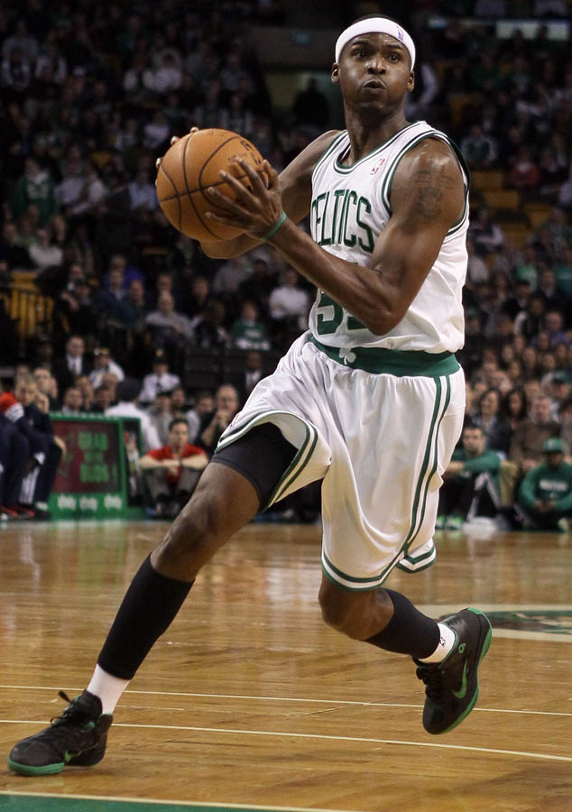 Keyon Dooling wearing Rajon Rondo's Nike Shoes (2)