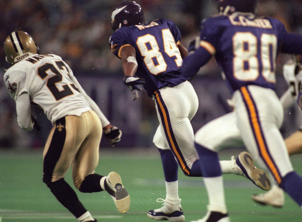 Randy Moss wearing Air Jordan XI 11 Vikings PE (2)