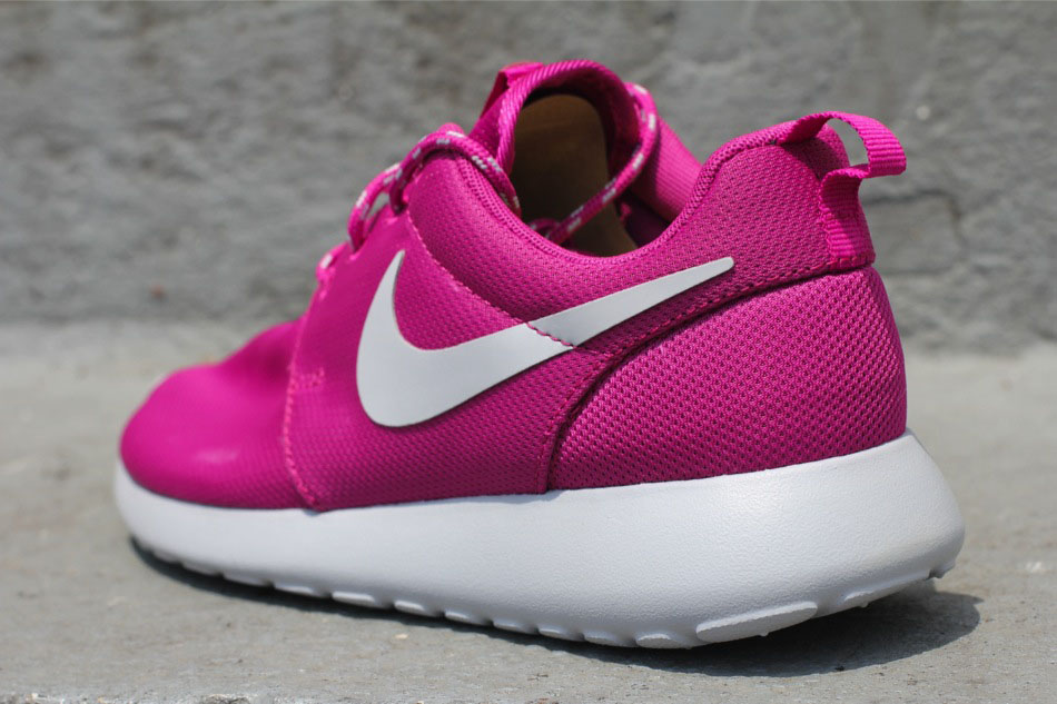 newest 2f71a 5f24e Nike WMNS Roshe Run Rave Pink 511882-601 (3)
