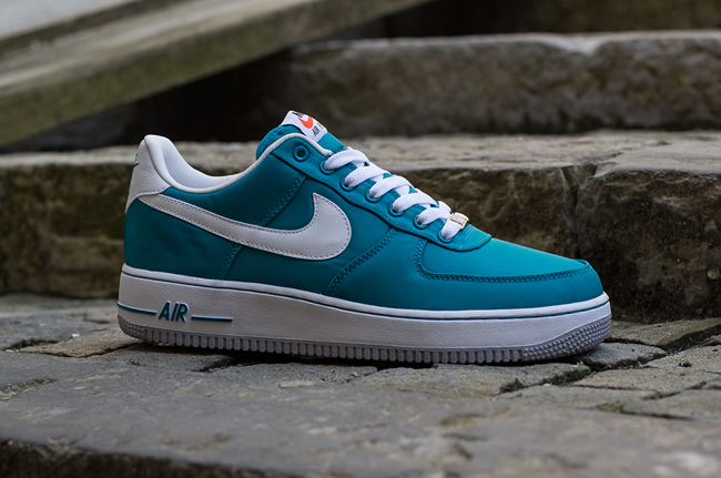 Nike Air Force 1 Couleurs Basses