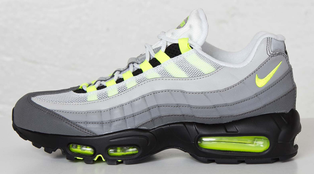 official photos d1755 502cc Nike's Fully Reflective 'Neon' Air Max 95 Just Released ...