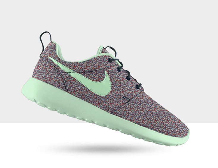 how to clean roshe runs sole