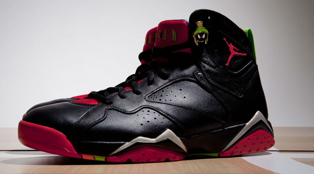 6e568f80cd56 Up Close With the  Marvin the Martian  Air Jordan 7