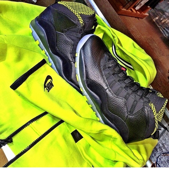 Jim Jones Picks Up Air Jordan 10 Retro Venom Green