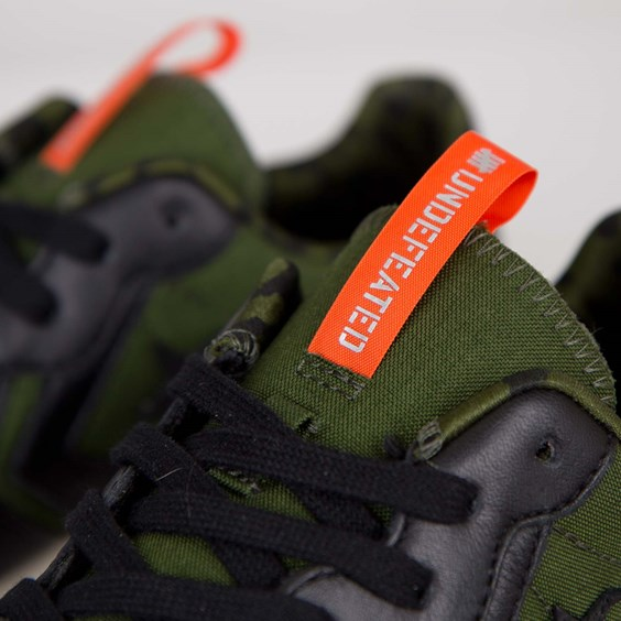 Undefeated x Converse Auckland Racer tongue tag