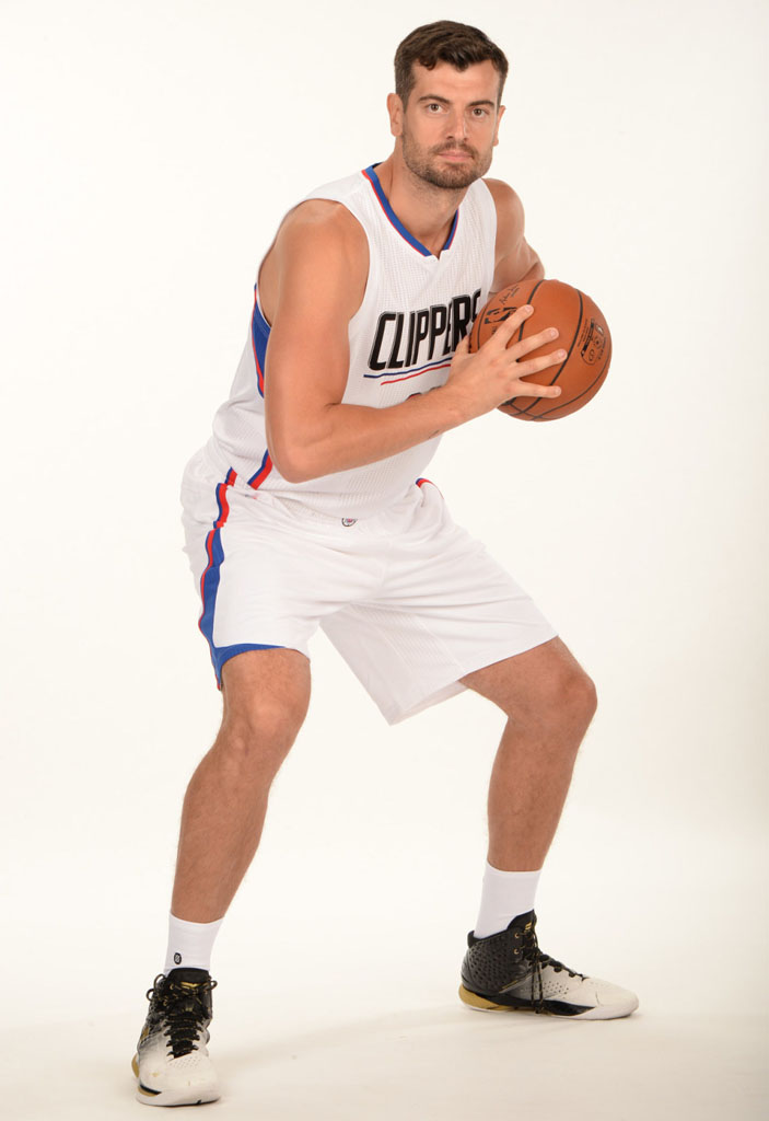 Nikoloz Tskitishvili wearing the 'MVP' Under Armour Curry One