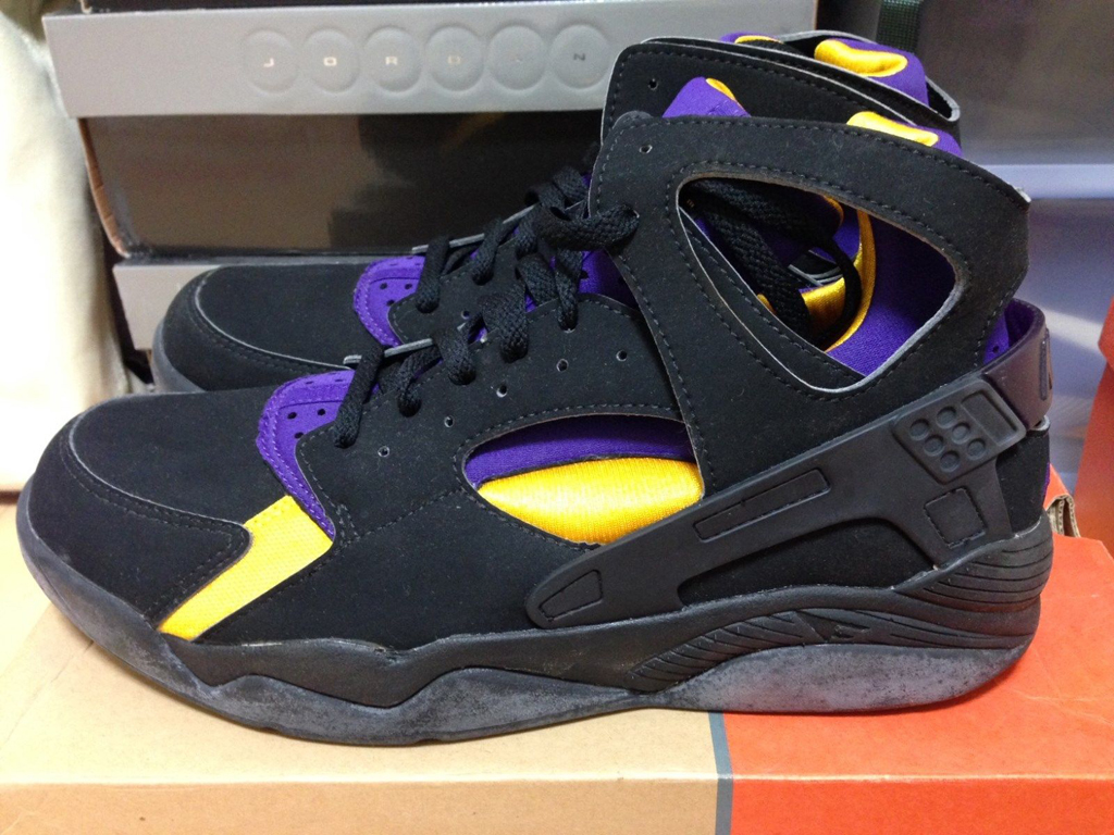 low cost c3ce7 cc672 Rare Nike Air Flight Huarache 'Kobe Bryant' PE Available on ...