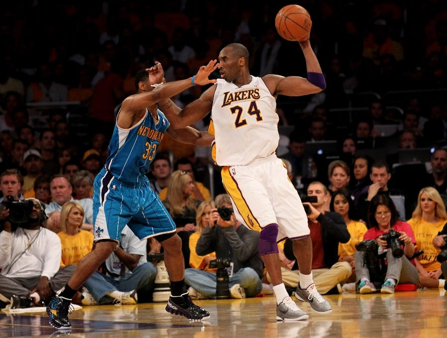 Kobe Bryant wearing the Nike Zoom Kobe VI