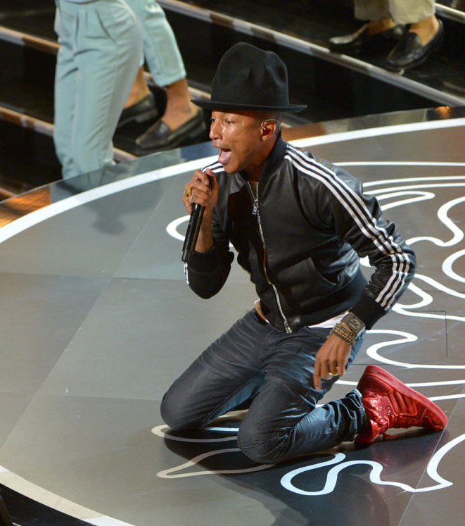Pharrell Performs at the Oscars in adidas Originals (5)