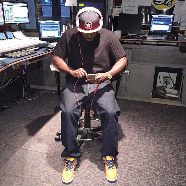 DJ Funk Flex wearing the 'Houston Astros' Nike Air Force 1 Low