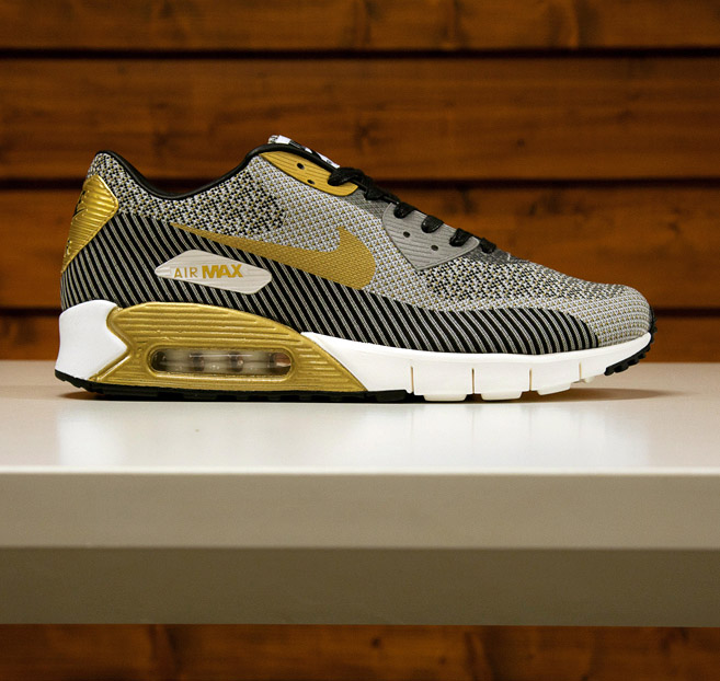 competitive price 720ef c066a Nike Sportswear s