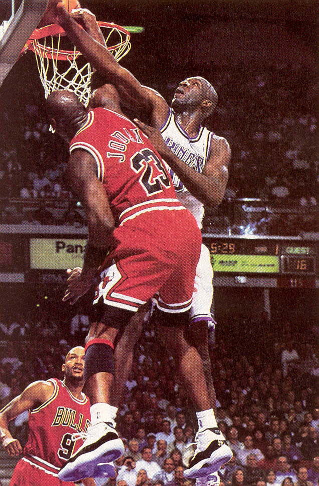 Michael Jordan wearing Air Jordan XI 11 Concord (33)
