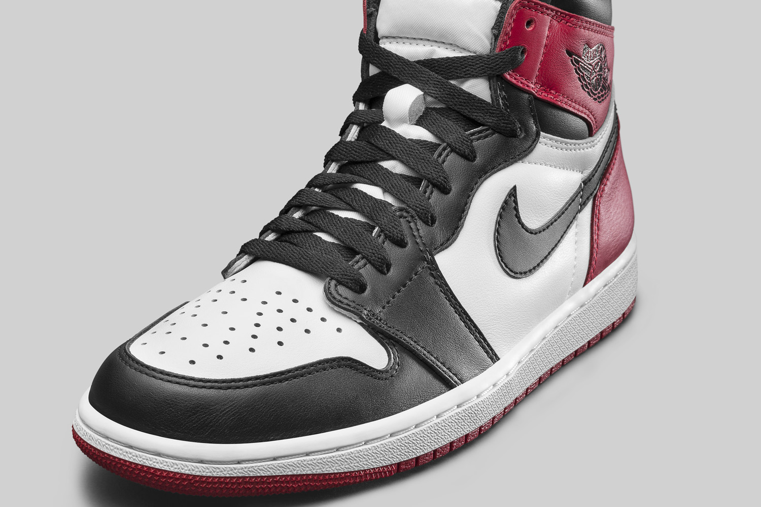 Air Jordan 1 Black Toe 555088-125 Toebox