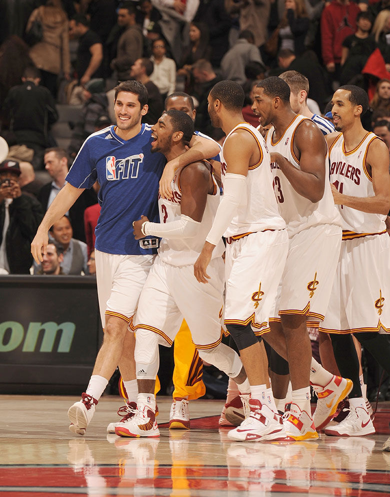 Kyrie Irving Hits Game-Winner in Nike Lunar Hyperdunk 2012 Home PE (6)