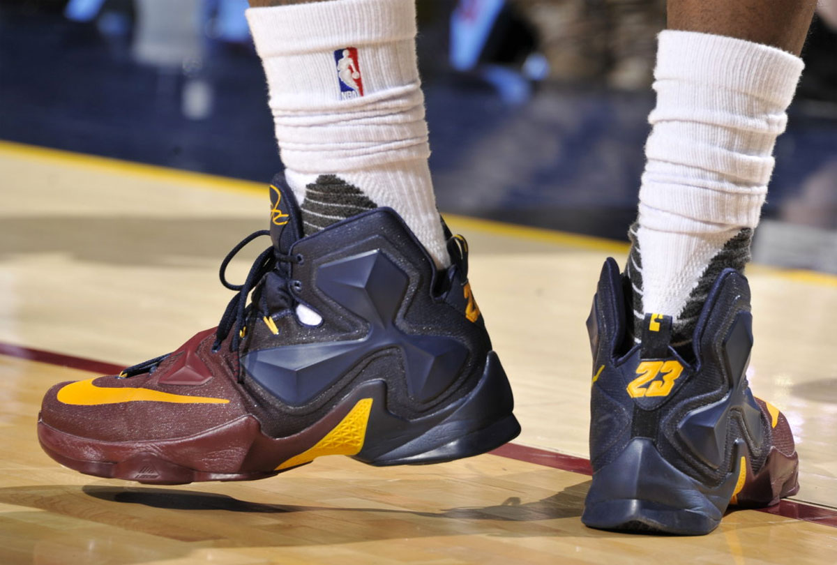 LeBron James Nike LeBron 13 Cavs Gradient PE (3)
