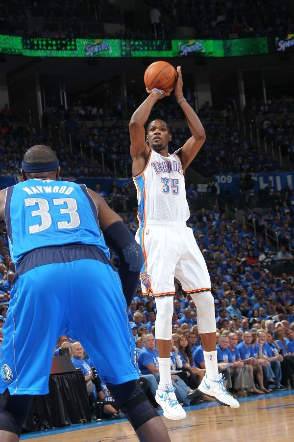 Kevin Durant wearing Nike Zoom KD IV PE