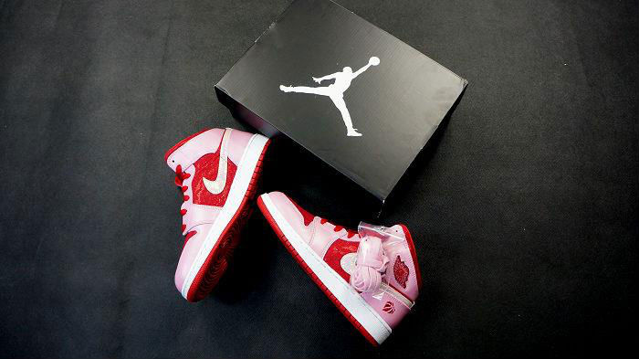 Air Jordan Retro I 1 Mid Premium GS Valentine's Day 2013 (7)