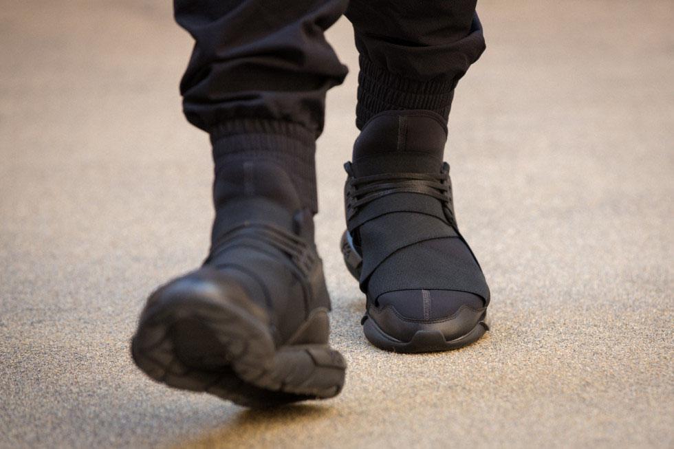 adidas y 3 qasa high in all black sole collector. Black Bedroom Furniture Sets. Home Design Ideas