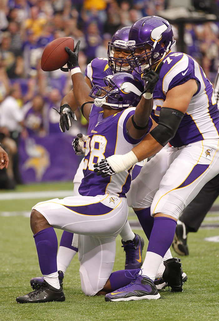 Adrian Peterson Returns to the Field in adidas adiZero 5-Star Mid (5)