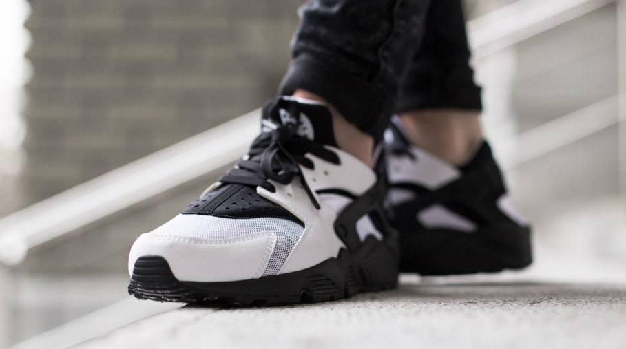 fc64b45cb71e7 Because People Love Black and White Nike Huaraches