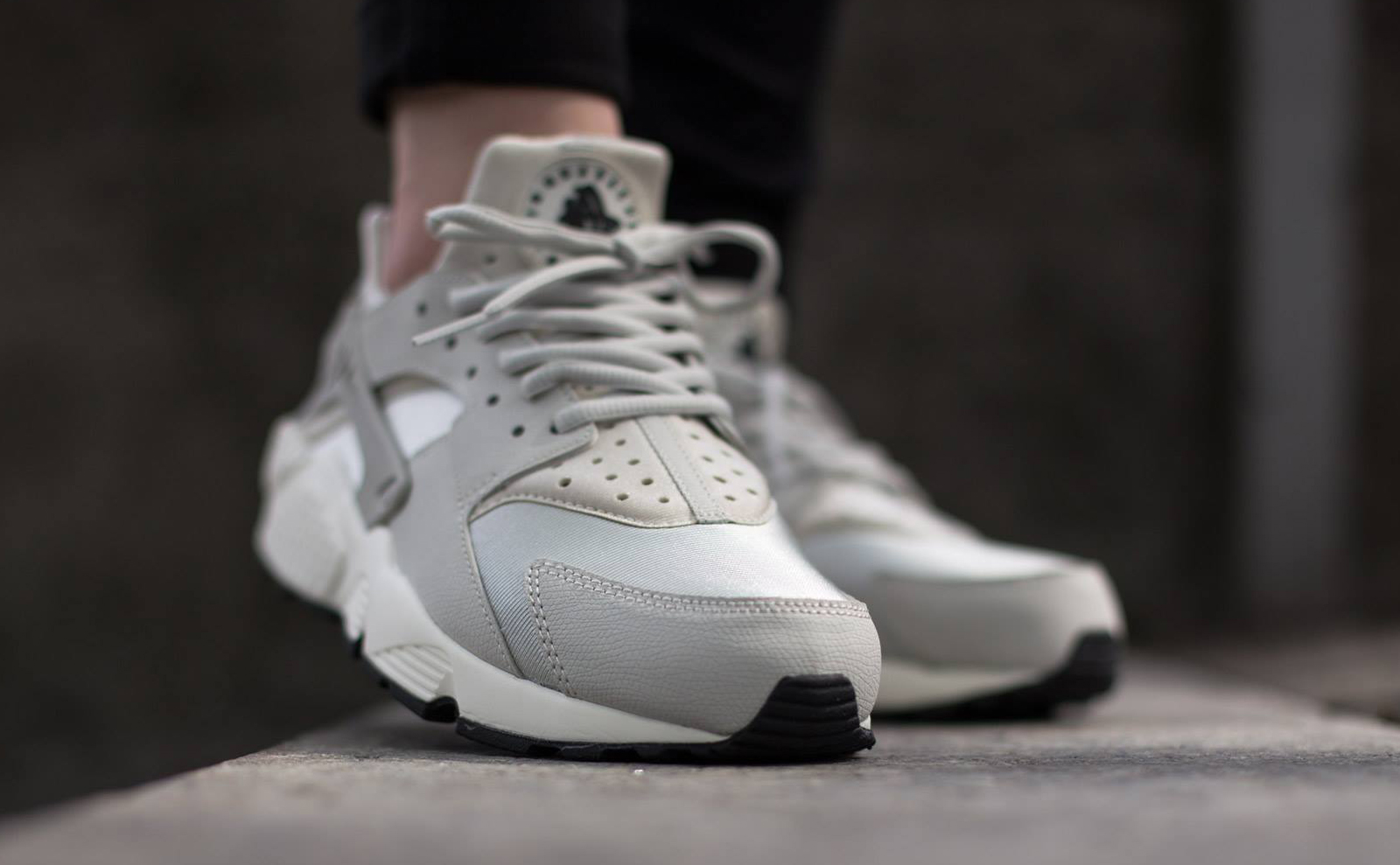 Nike Air Huarache Light Bone