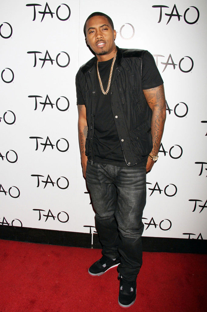 Nas wearing Air Jordan IV 4 Black Cement (3)