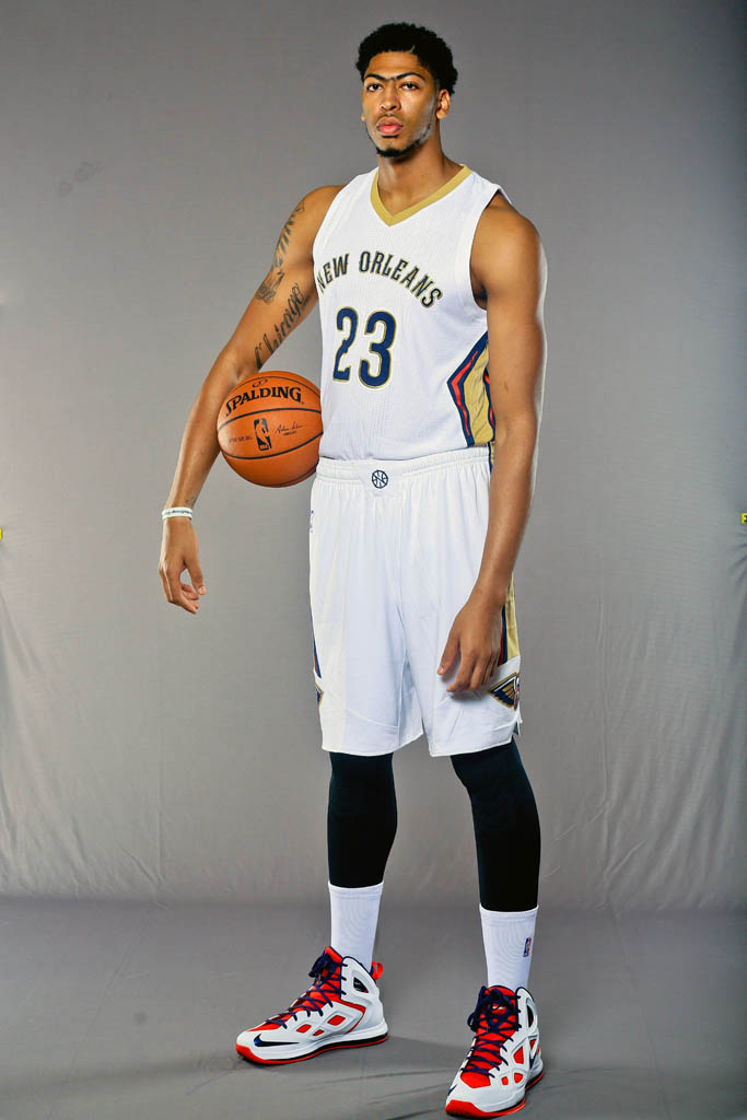 Anthony Davis wearing the Nike Air Max Hyperposite 2
