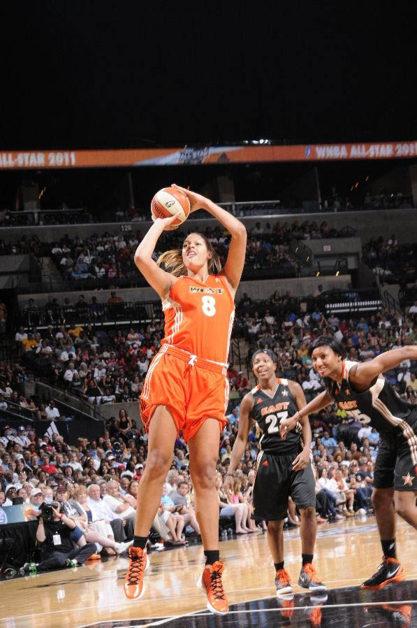 Liz Cambage wearing the Nike Zoom Hyperdunk 2011