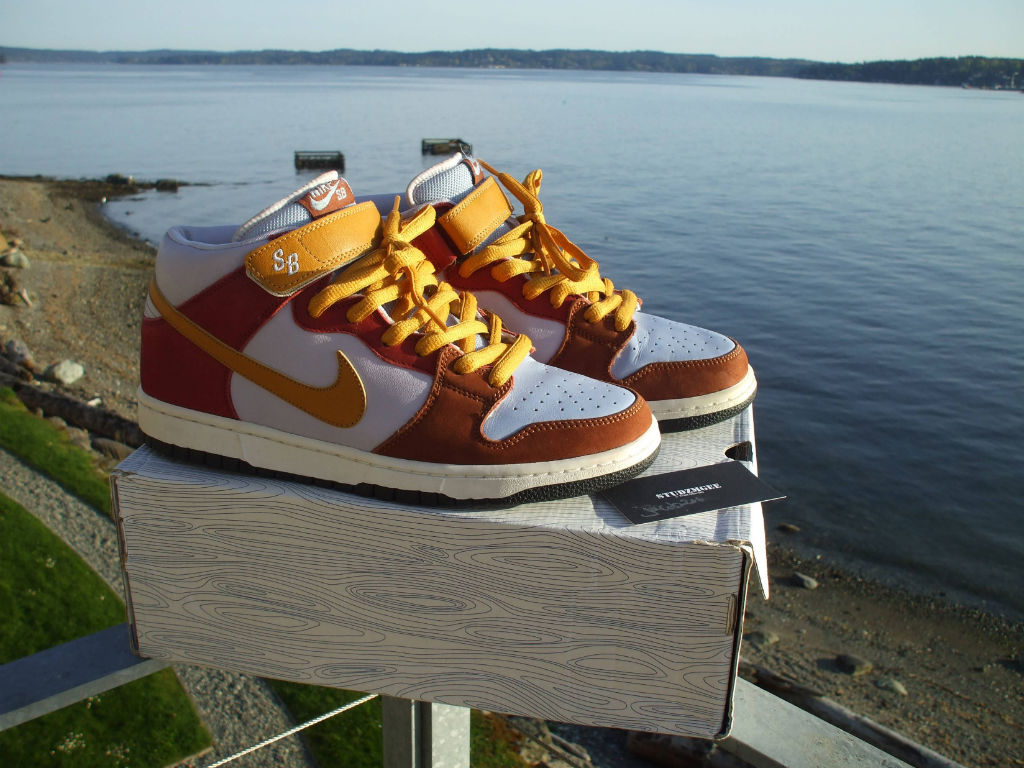 Spotlight // Pickups of the Week 4.28.13 - Nike SB Dunk Mid Vapor Sample by STUDZMGEE