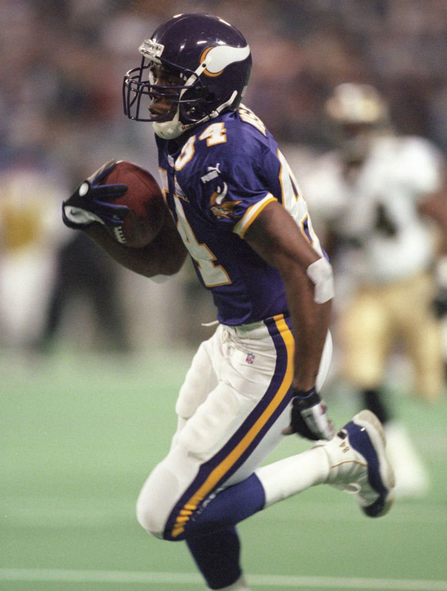 Randy Moss wearing Air Jordan XI 11 Vikings PE (5)