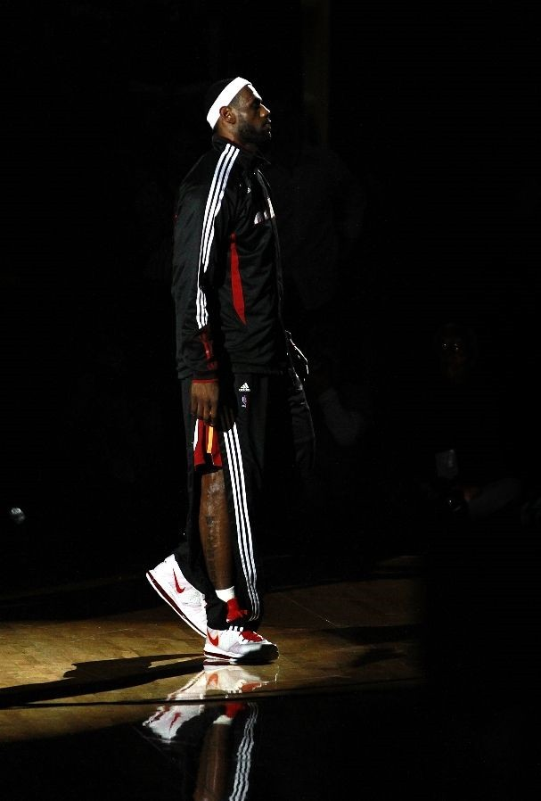 LeBron James Debuts New LeBron 8 V/2 Colorway