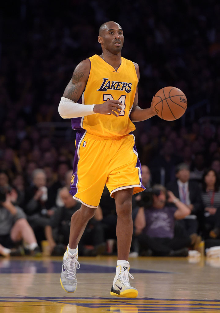 Solewatch kobe bryant has rough night in new nike kobe 9 elite kobe bryant wearing nike kobe 9 elite lakers multicolor pe 1 voltagebd Images