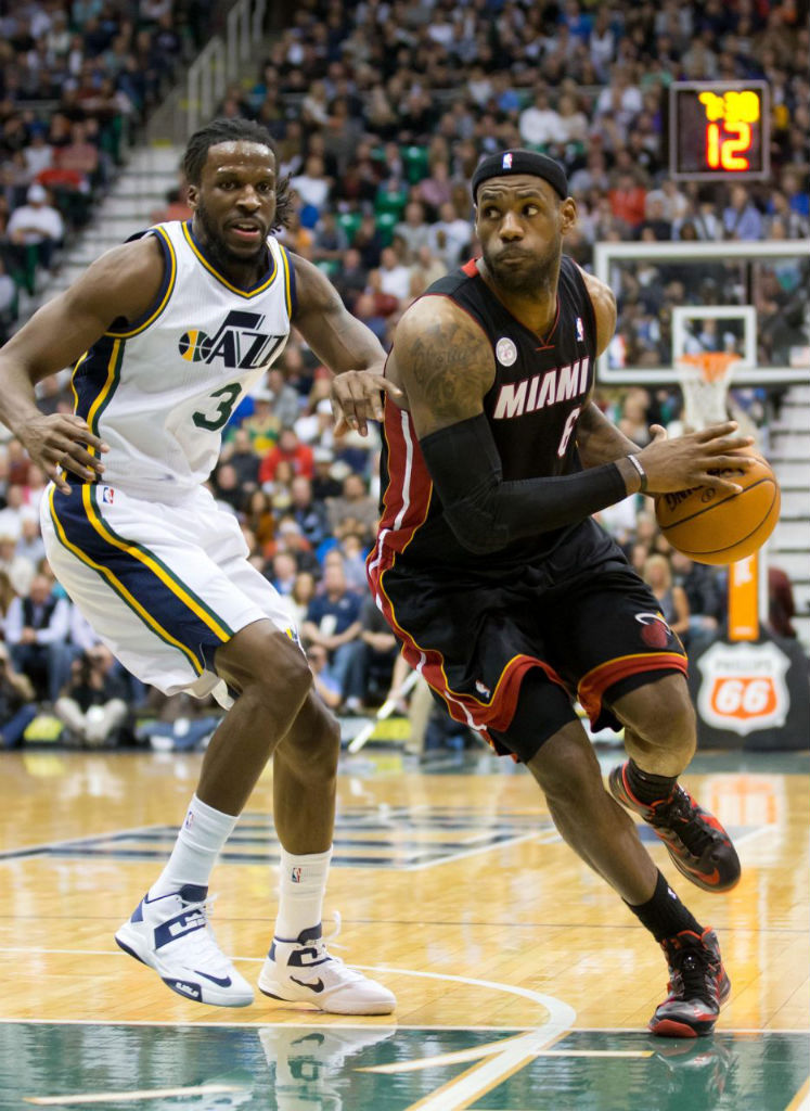 DeMarre Carroll wearing Nike Zoom Soldier VI; LeBron James wearing Nike LeBron X PE
