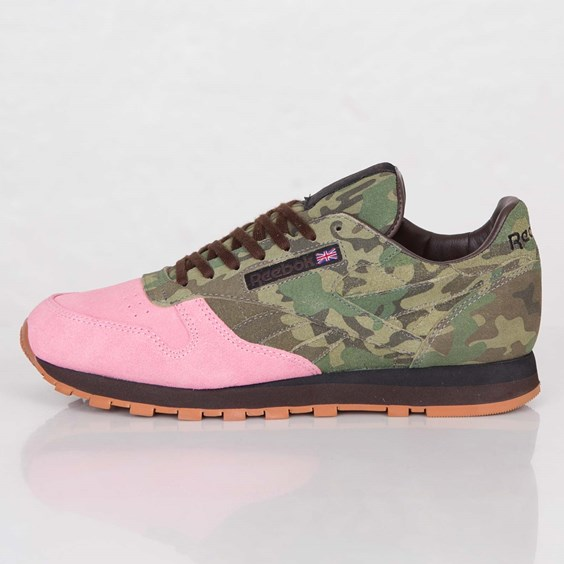 Shoe Gallery x Reebok Classic Leather Flamingos at War profile