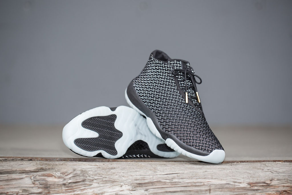 Jordan Future Official Black/White (1)