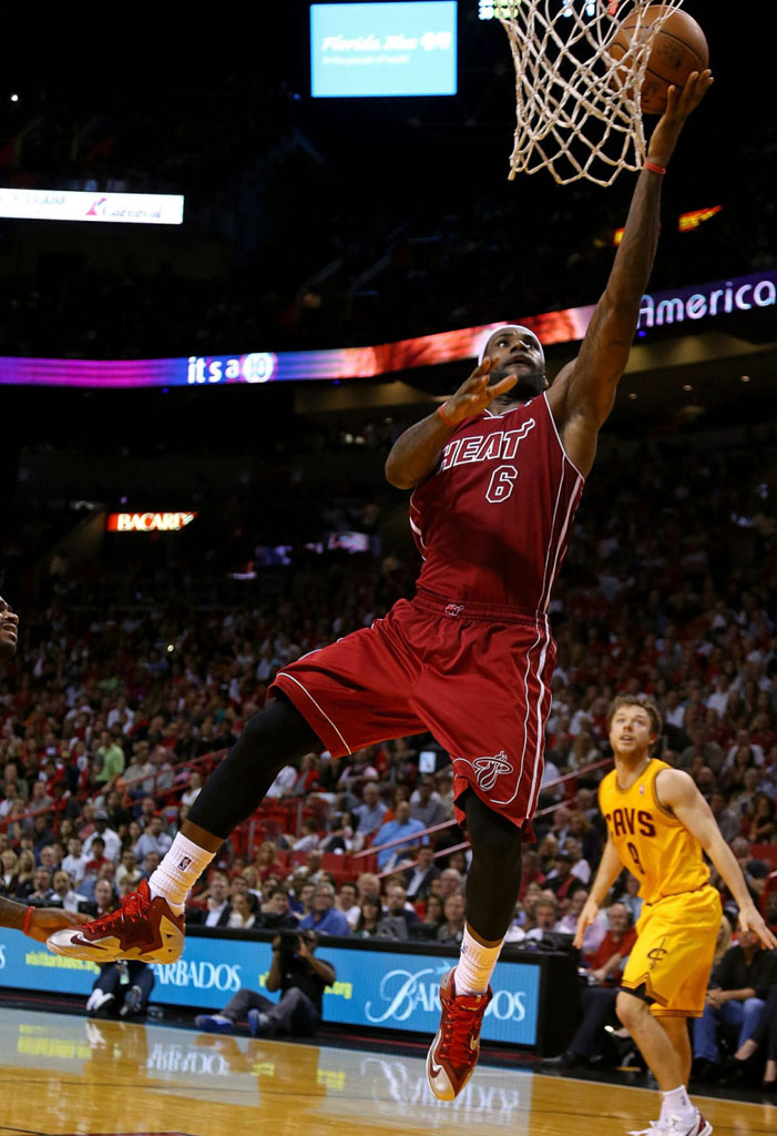 LeBron James Wears Nike LeBron 11 Red/Silver PE (2)