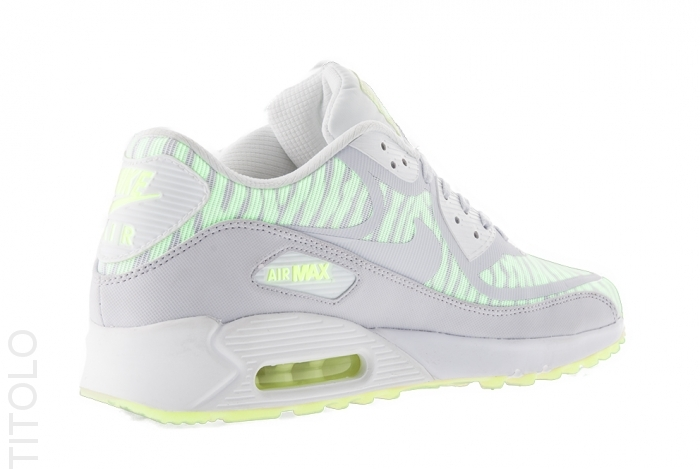 nike air max 90 comfort glow in the dark upper detail
