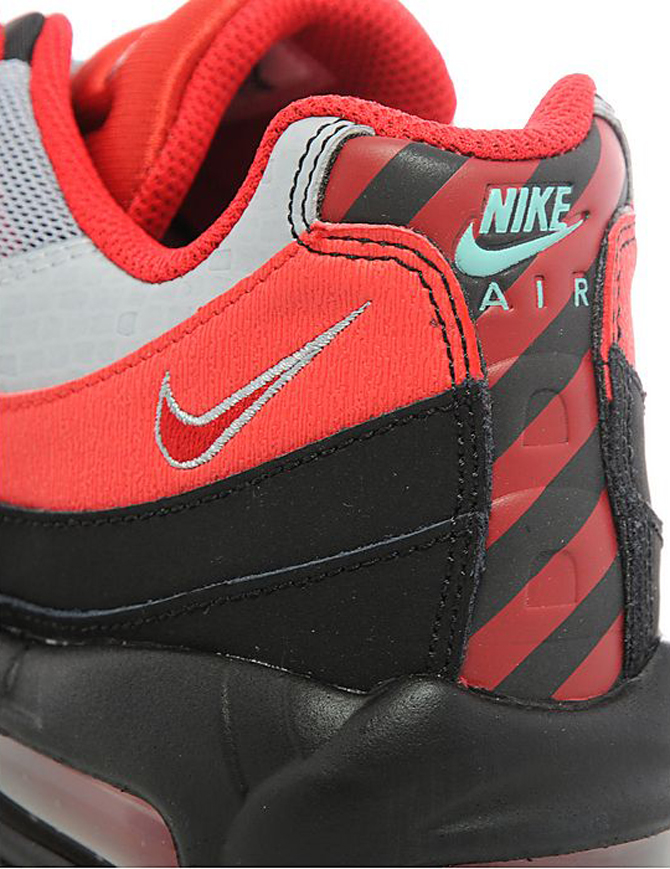 low priced 24131 9015d Nike Air Max 95s Honor British Soccer Rivalry | Sole Collector