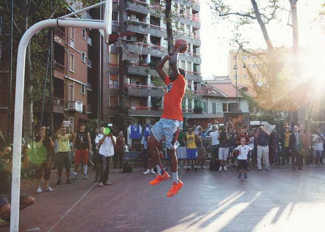 kevin durant visits milan's via dezza playground on nike european tour