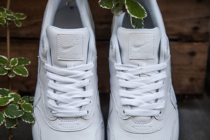 the latest 38b92 27734 White Ostrich Nike Air Max 1s Just Released