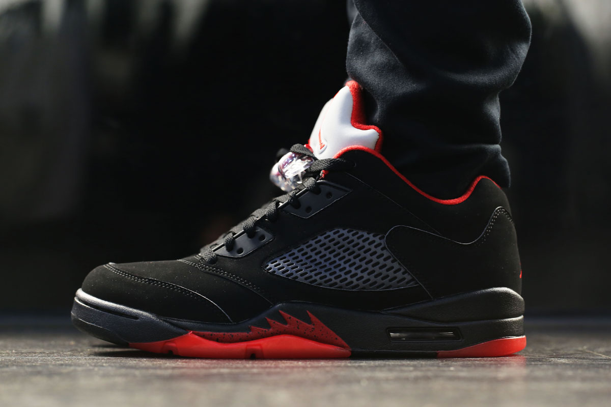 nike air jordan 5 low alternate black red
