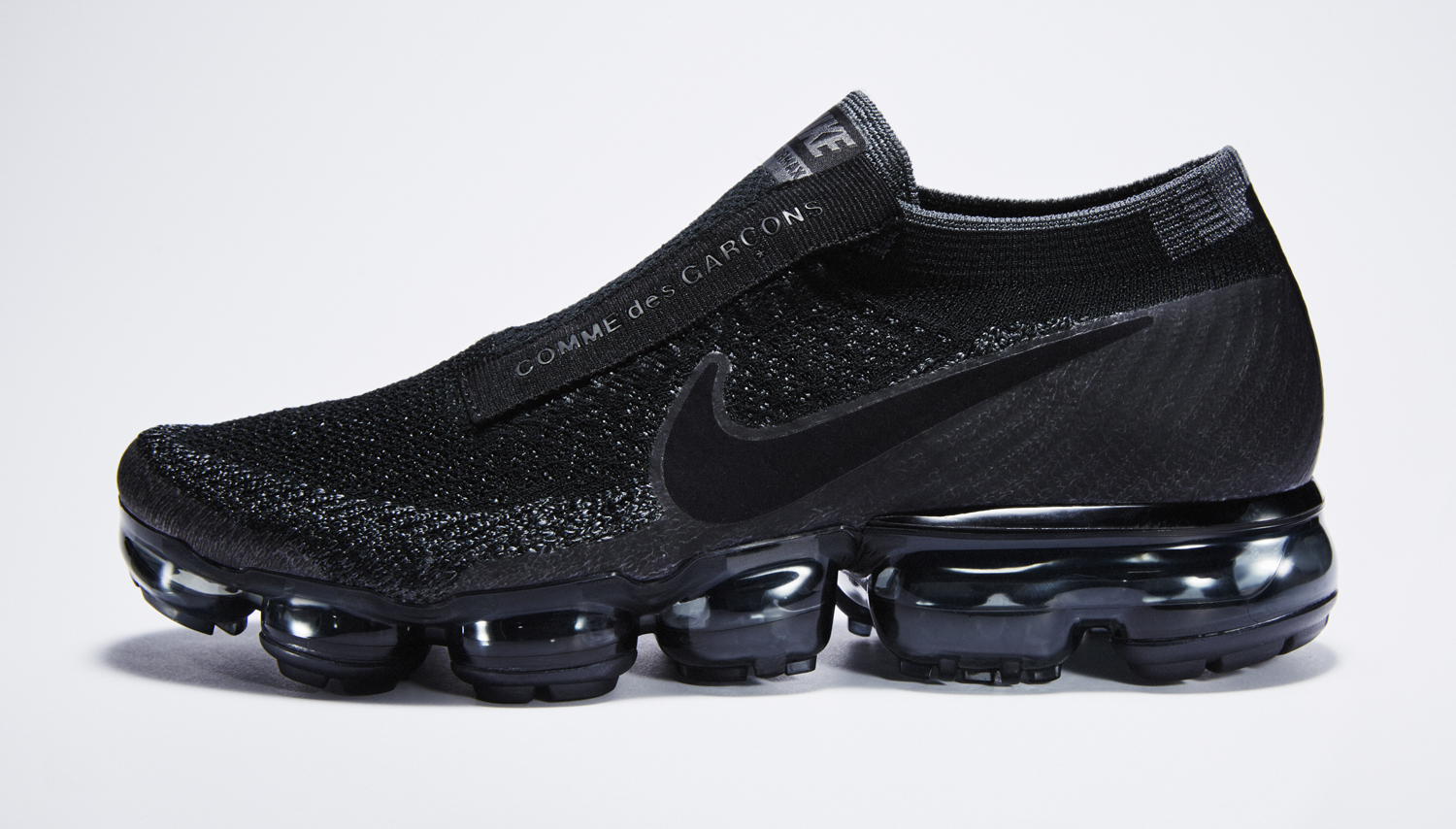 Image via Nike Black Nike Air VaporMax Comme des Garcons Profile
