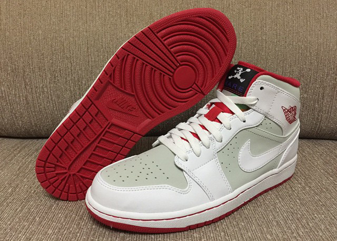 b01ec9573997b UPDATE 1 28  New photos of the 2015  Hare  Air Jordan 1 Mid via us11hustla