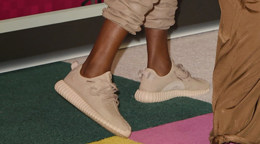 d222420e254ecd Kanye West Debuted a New adidas Yeezy 350 Boost at the MTV VMAs ...