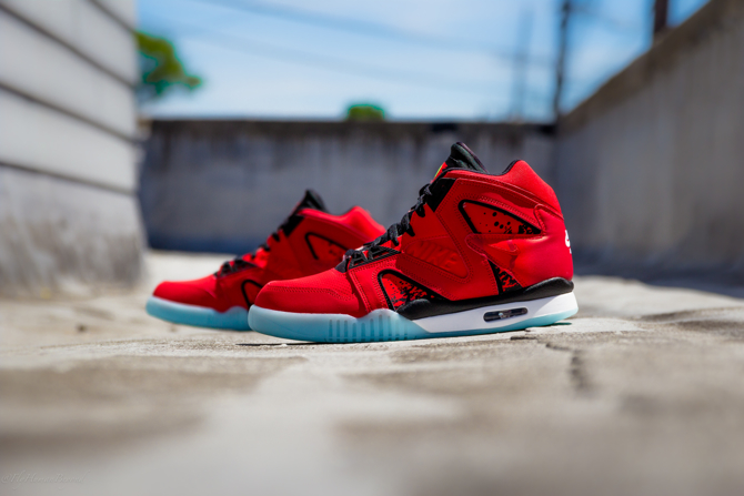 Nike Air Tech Challenge Hybrid in Chilling Red