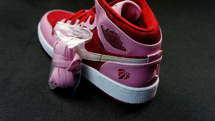 Air Jordan Retro I 1 Mid Premium GS Valentine's Day 2013 (5)