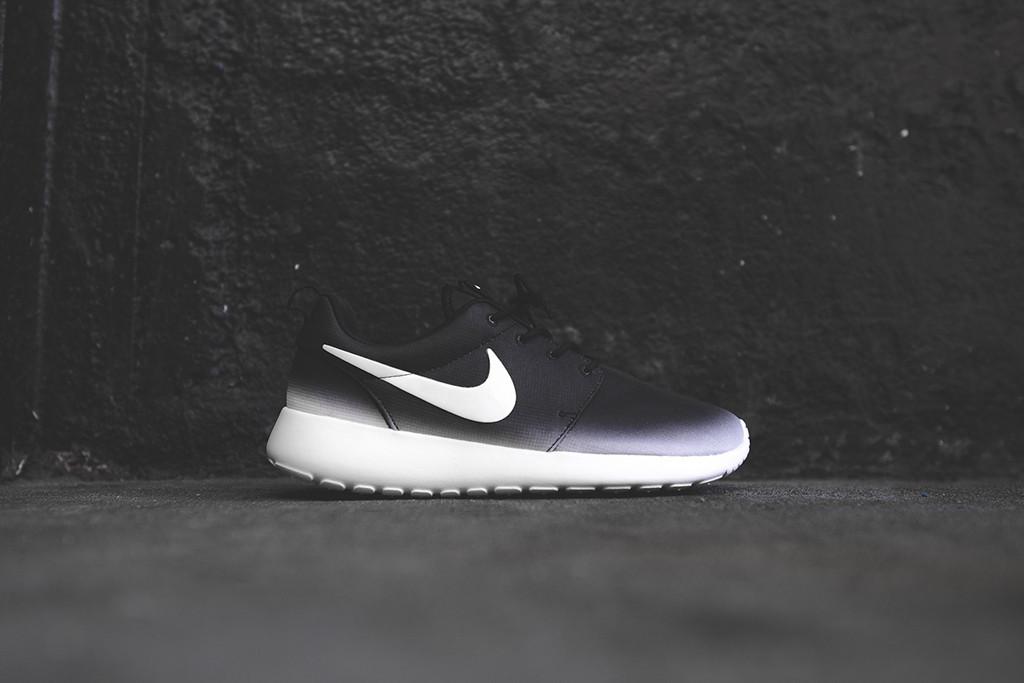 frxcfa Nike Roshe White With Black Swoosh near-fieldcommunication.co.uk