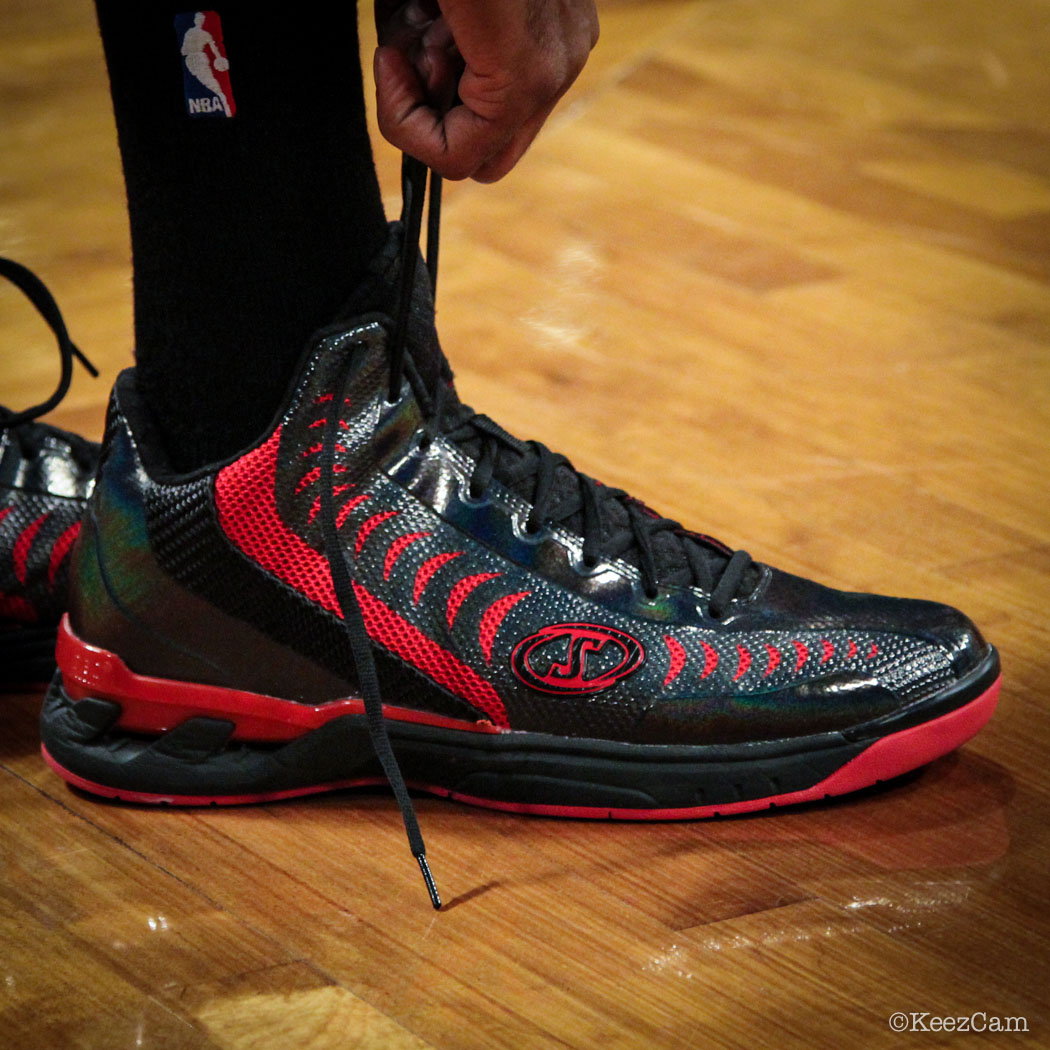 Sole Watch // Up Close At Barclays for Nets vs Heat - Mario Chalmers wearing Spalding Threat